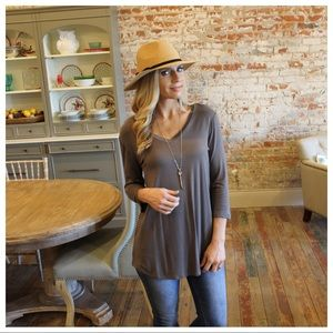 ✨LAST✨Gray V neck 3/4 sleeve tunic